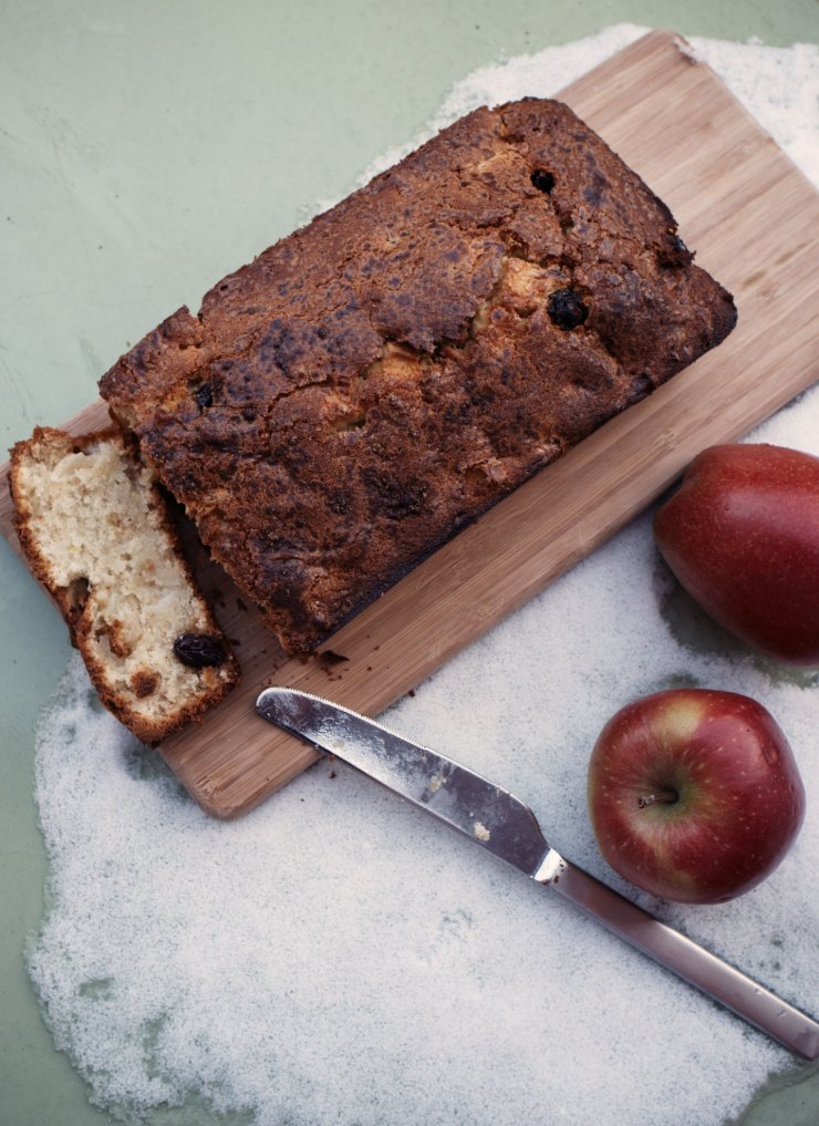 Apple rum raisin loaf