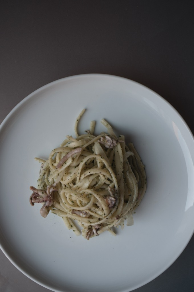 Pasta with squid, onion and pesto