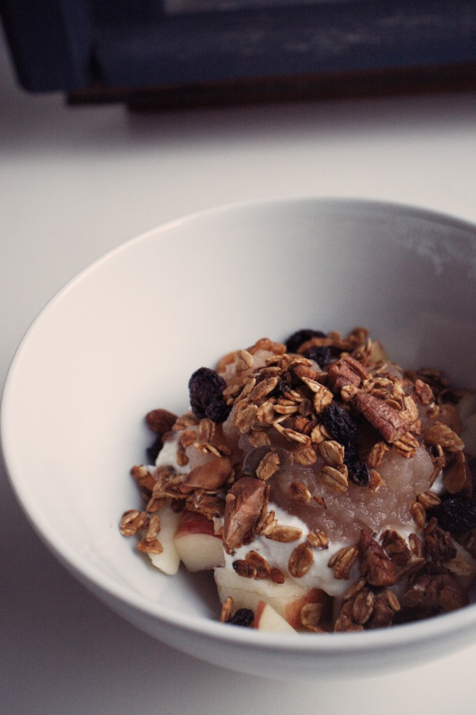 Applesauce granola with applesauce & yogurt