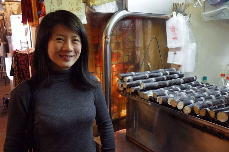 Night market 臨江夜市(通化夜市)03 - grilled sugarcane 烤甘蔗汁
