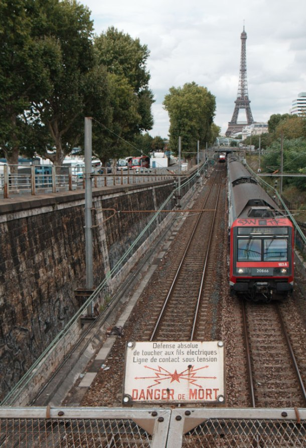 La Tour Eiffel & des trains04k64