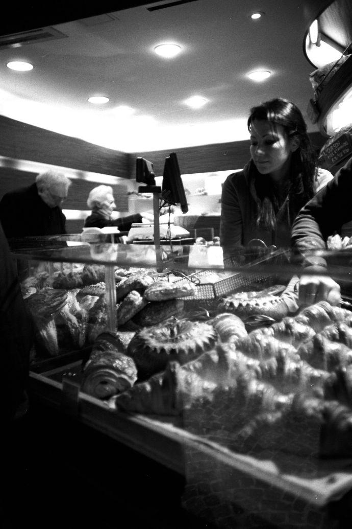 Marché Mouffetard - artisan boulanger near 122 rue Mouffetard - Kodak TXP400 levels