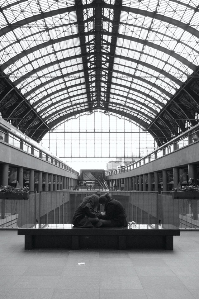 Antwerp Central Station08a25bw