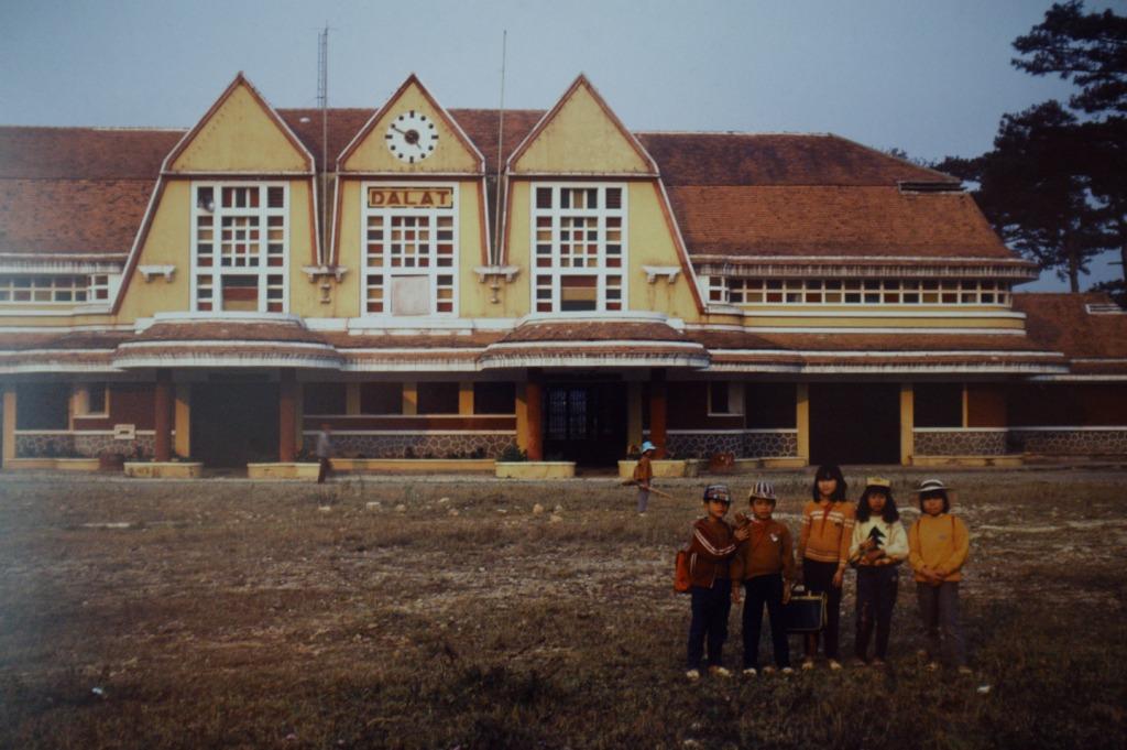 11 Gare de chemin de fer, Dalat, Vietnam 1932-38 - une curieuse reinterpretation regionaliste de la nouvelle gare normande art deco de Deauville (1930-32)k64