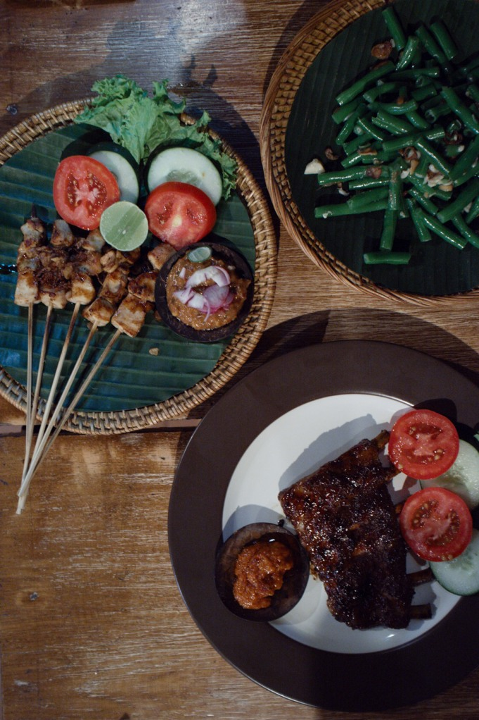 Made Becik Waroeng @ 6 Jl Tirta Tawar Br Kutuh Kaja, Ubud-Gianyar07 - iga babi bakar (pork ribs), satek64