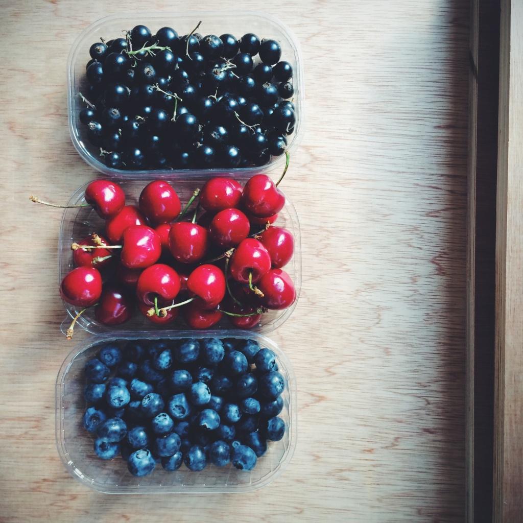 blackcurrant-morello-drizzle-cake0