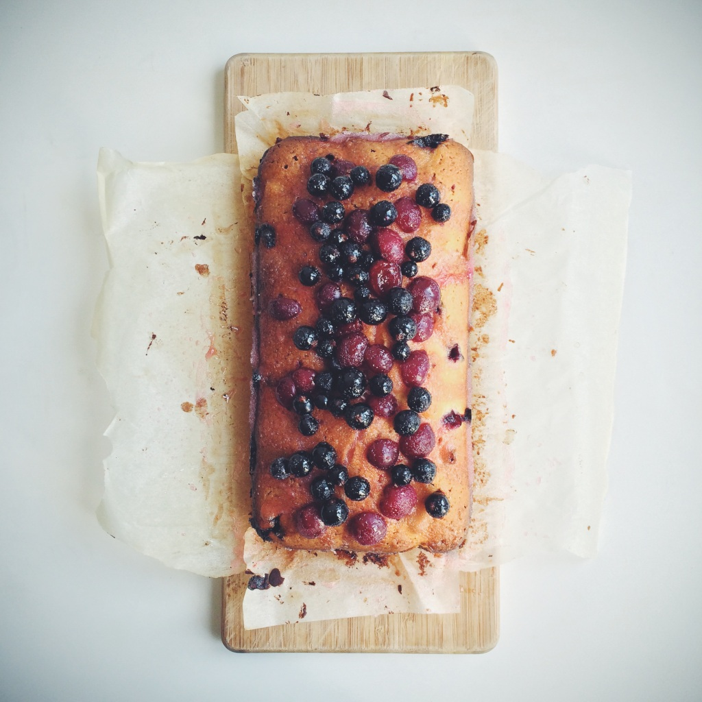 blackcurrant-morello-drizzle-cake3