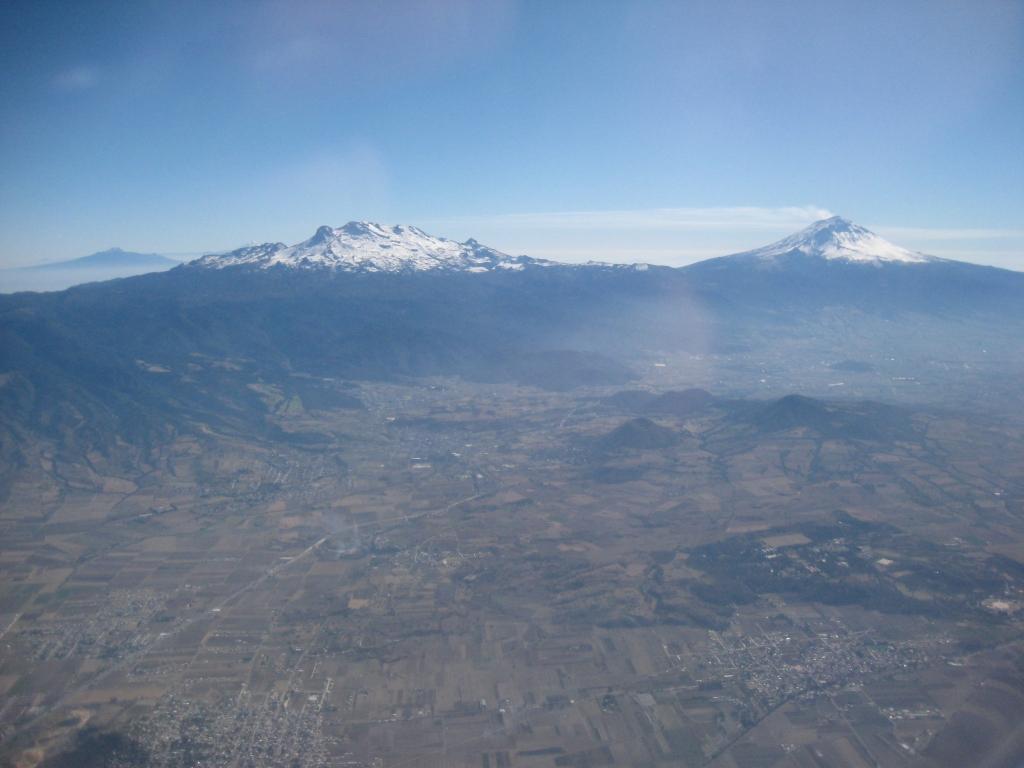 Iztaccíhuatl & Popocatépetl volcanoes