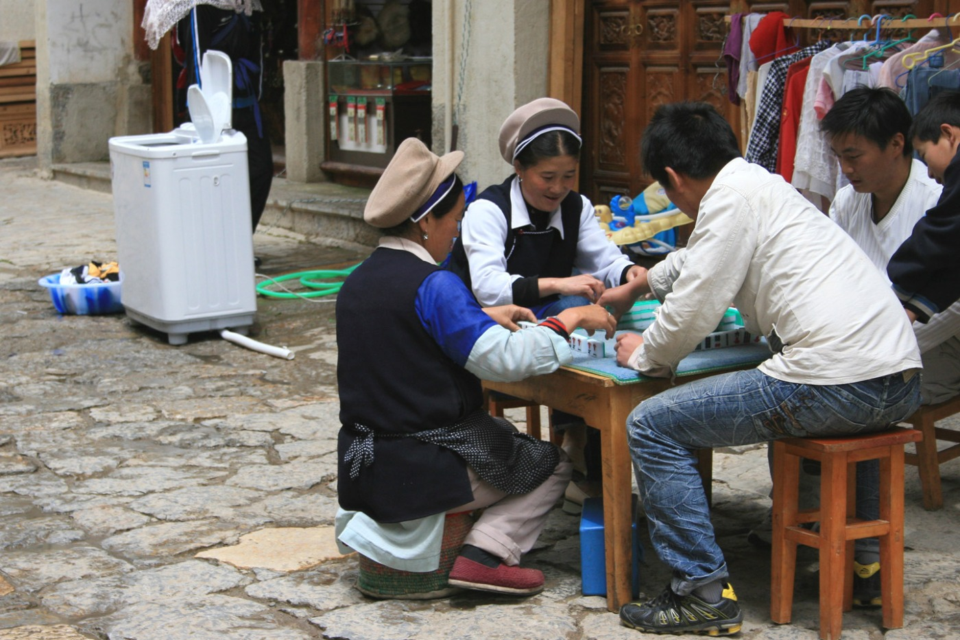 Shangri-la old town - street mahjong