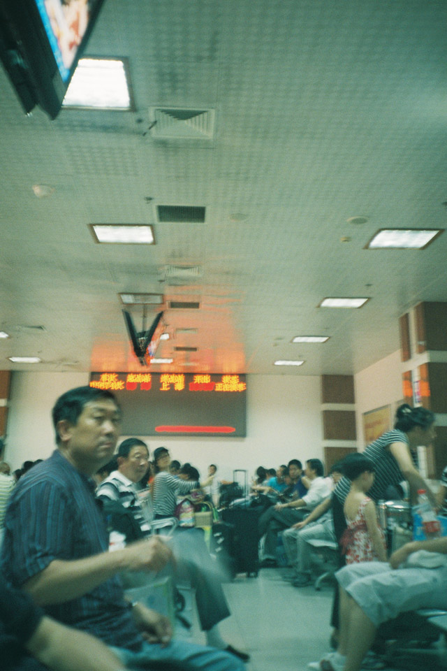 Hangzhou Railway Station2 - Fuji Superia 200 - Lomo