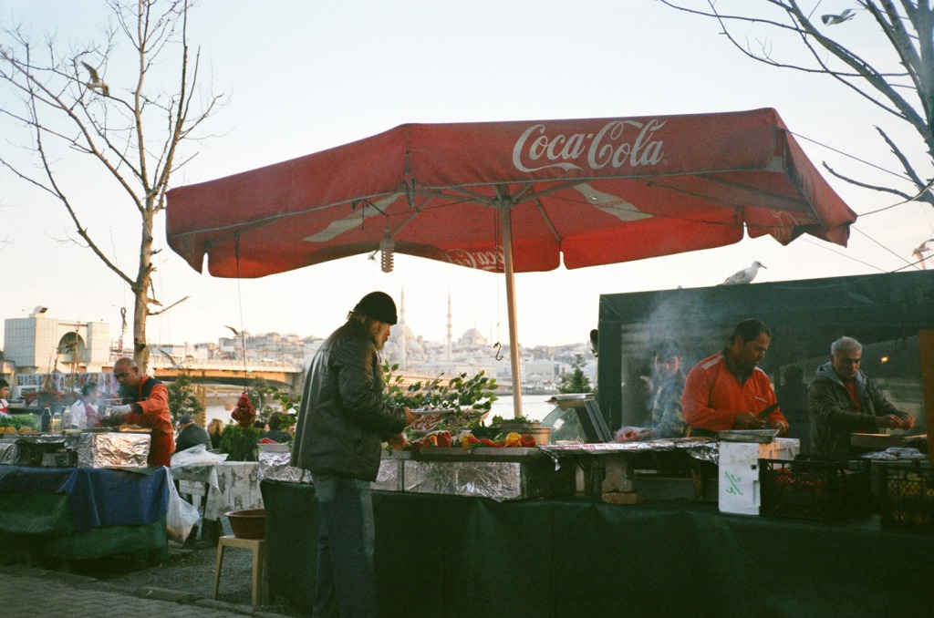 In the day, the Karaköy waterfront under the Galata Bridge is abuzz with numerous stands grilling seafood for hungry customers. Even if you are not famished, it is worth trying a grilled fish sandwich (balık ekmekçi), especially if it is prepared by the portly Emin Usta!
