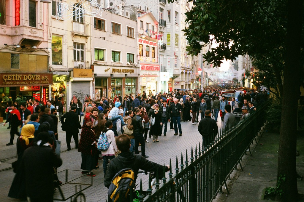 Always full of people, İstiklal Avenue is one of the most popular shopping and entertainment streets in Istanbul